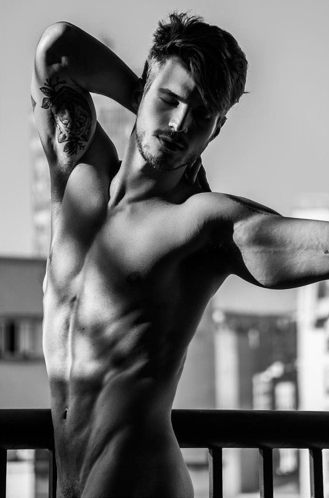 Alex Trevelin by Julio Tavares