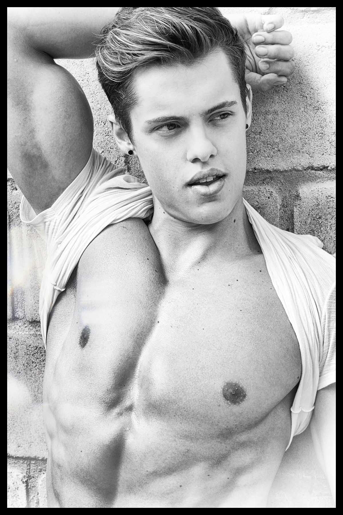 Augusto Moraes by Rêmulo Brandão for Brazilian Male Model